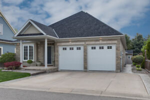 **Stunning NOTL Bungalow In A Quiet Pocket of Homes!!**