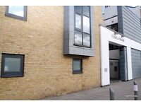 1 bed flat on the heart of East London's Docklands - the perfect flat and location - 07825214488