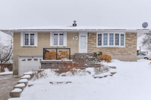 OPEN HOUSE SAT/SUN: Lovely 2+1 Bedroom Bungalow in family area!