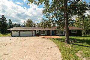 Fully RENOVATED, executive BUNGALOW just minutes from Edmonton!