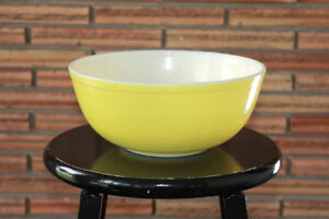 Yellow - Pyrex Mixing Bowl - Primary Color