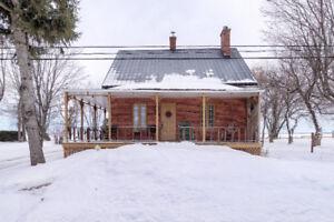 Chaleureuse maison- foyer - garage- écurie-atelier/St-Alexandre