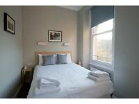 Double room in Earlsfield. Available now.