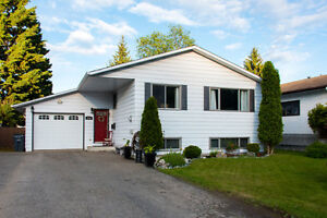 Fully Finished Home in Desirable Heritage Neighbourhood