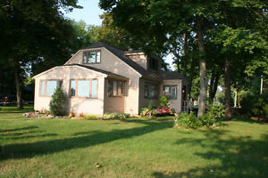 The Port Colborne Beach House - May & June Rates Reduced