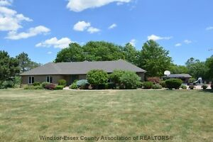 ***MUST SEE*** EXECUTIVE RANCH ON 4 ACRES IN LAKESHORE