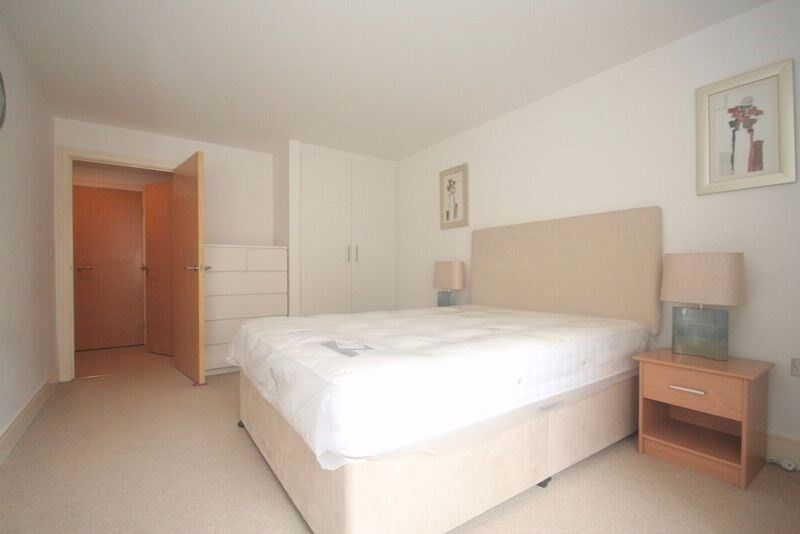 Modern Double Bedroom Apartment in Whitechapel !!! Walking distance from Royal London Hospital !!