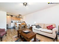 Stylish one bedroom flat with a large reception moments from Mile End Tube LT REF: 2828177