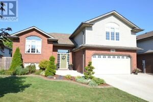 HOUSE FOR RENT IN LAKESHORE!!!