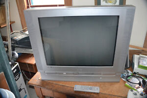 """27"""" Flat Screen Combination TV, DVD and VHS Player All In One"""