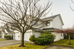 Charming 3 bed 2.5 bath townhouse for sale!