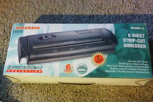 Sylvania Paper Shredder