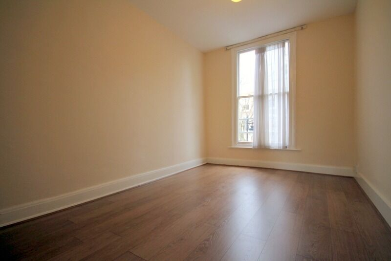 Huge 2 Double Bed in Angel/De Beauvoir Area, Repainted with New Wood Floors