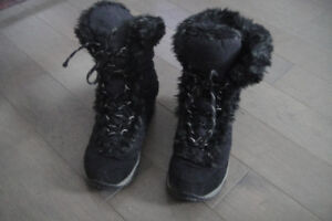Really nice  Waterproof  winter Boy boots  The North Face size 3