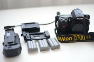 Nikon D700 +grip +3 batteries