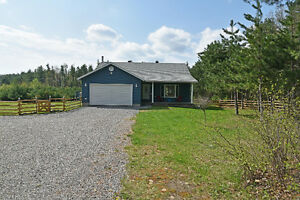 SPACIOUS BUNGALOW ON SPRAWLING ACREAGE ID#1053195