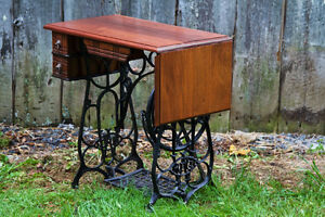 Drop-leaf desk with repurposed sewing machine base West Island Greater Montréal image 2