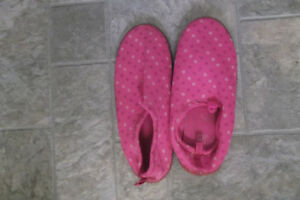 Girls Water Shoes Size 3/4