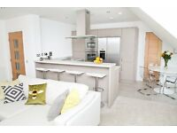 Short Term - Immaculately presented 2 bedroom penthouse apartment with lift, parking and balcony