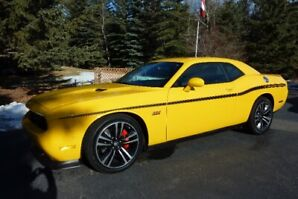 Collector Yellow Jacket by Dodge Challenger SRT