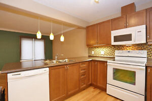 3 Bedroom 2.5 Bath townhouse close to Sunrise Mall - Must See Kitchener / Waterloo Kitchener Area image 1