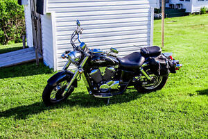 2000 Honda Shadow 750 Cruiser Black and Chrome! Great 1st bike!