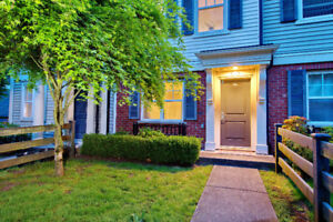 Move in ready-townhouse near Coq Center