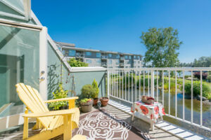 *OPEN HOUSE: Nov 18* Spectacular 2BR/3BTH Townhome w/Water Views