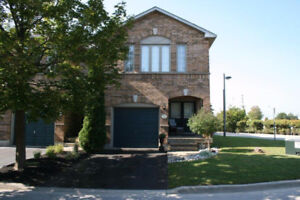 3 Bedroom 2.5 Bathroom Townhome in Burlington!!