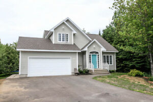 LARGE 2 STOREY HOME/ATTACHED GARAGE/PRIVATE BACKYARD!