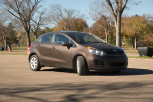 2015 RIO5 MANUAL TRANSMISSION GREAT CONDITION