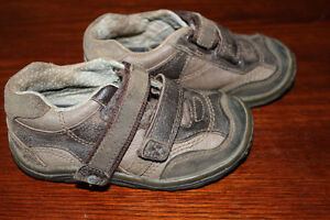 stride rite size 7 1/2 toddler shoes $8 obo