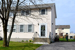 Beautifelly, Well maintained, 3 Bedrooms Semi-detached House