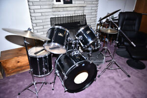 Pearl Export Kit with cymbals and hardware