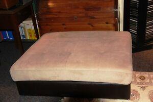 À VENDRE 1 Otoman (Poof) beige-velours pour salon ou sous-sol. West Island Greater Montréal image 1