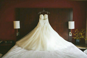 Beautiful Size 12 wedding gown