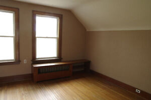 Large sunny 1Bdrm apt in character home.