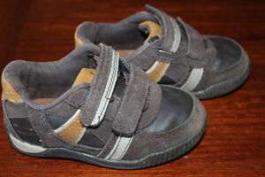 Cherokee size 7 toddler shoes $5