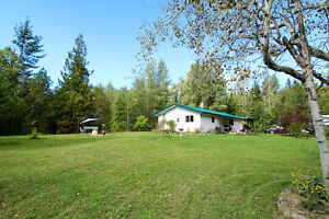 Salmon Arm - Private Rancher on 4.95 Acres