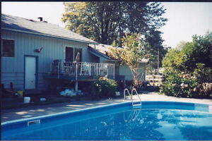 1 Bdrm Bach Suite - Ground Level on Quiet Acreage