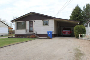 3 Bedroom Bungalow for Sale in Roblin, MB!