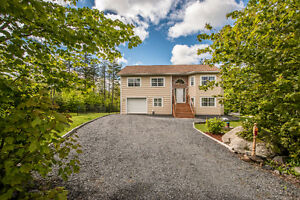 Beautiful home in Hammonds Plains! 61 White Hills Run
