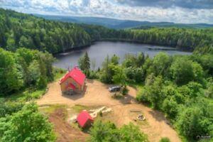 Trois-Rives / Matawin domaine à vendre avec 2 chalets, lac privé