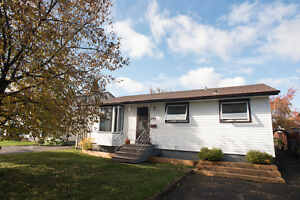 ***435 JAMES STREET NORTH *** NEW LISTING!!!***