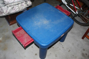 Little Tikes table with 2 chairs