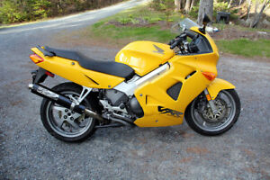 Honda VFR800 - Rare - Near Mint !