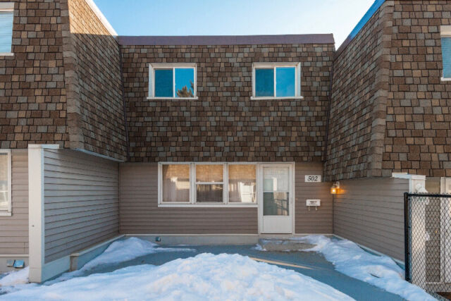 3 bed 1.5 bath townhouse near londonderry mall
