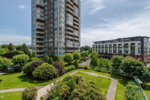 Popular Regency Park, fabulous expansive and unobstructed views!