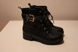 Girls short black boots