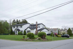 HUGE Family home , excellent area of Quispamsis!!